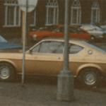 Ældre guld bil - Heine Thoregaards Køreskole